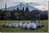 Индонезийские жрецы принесли жертву пробудившемуся вулкану
