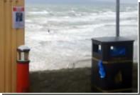 Заплыв ирландцев во время урагана «Офелия» сняли на видео