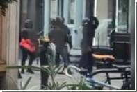 Пенсионер избил зонтиком вооруженных грабителей ювелирного магазина