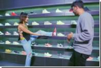 Белла Хадид задрала ногу и рассказала о любви к кроссовкам