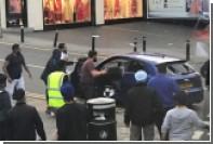 Британцы забросали камнями грабителей ювелирного магазина