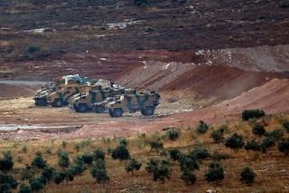 Турецкие военные и бронетехника вошли в Сирию