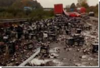 Десятки тысяч разбитых пивных бутылок заблокировали немецкий автобан