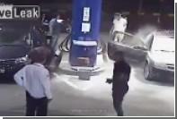 Заправщик на АЗС залил пеной решившего закурить водителя