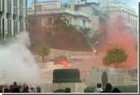 Старшеклассники в Афинах забросали парламент «коктейлями Молотова»