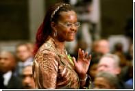 Журналиста в Зимбабве арестовали из-за поношенных трусов первой леди