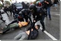 Полиция открыла стрельбу резиновыми пулями по голосующим в Каталонии