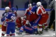 Устроившим массовую драку хоккеистам выписали 153 минуты штрафа