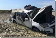 Рыбаки четыре дня прятались от крокодилов на крыше застрявшей машины
