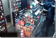 Продавщица сразилась с бандитом на ножах