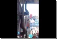 Гигантский питон на железнодорожной станции шокировал индийских паломников