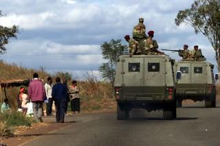 Бронетехника окружила столицу Зимбабве