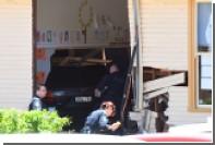 Австралийка протаранила школу и задавила двух детей