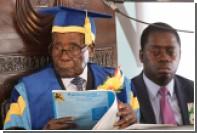 Президент Зимбабве впервые после свержения появился на публике