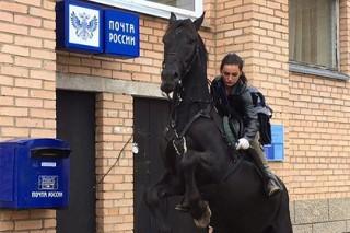 Наездница Почты России стала лицом AliExpress