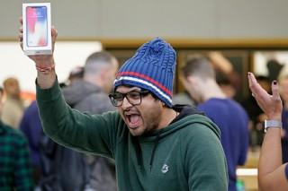 Apple выпустит сразу три безрамочных iPhone