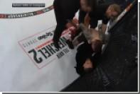 Макгрегор ворвался в октагон и набросился на рефери