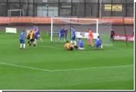 Шотландский игрок прыгнул головой в ноги сопернику и заработал пенальти