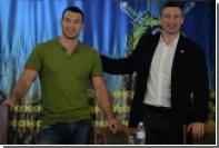 Эвандер Холифилд обвинил братьев Кличко в подмене бокса сеансами обнимашек