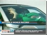 19 пакистанских девушек сумели разместиться в одном автомобиле