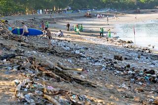 Сказочное Бали утонуло в мусоре