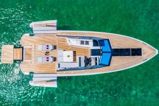 Итальянцы показали управляемую с iPad яхту-трансформер