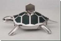 Швейцарцы спрятали птичку в ползающей механической черепахе