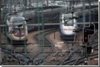 Во Франции скоростная электричка протаранила школьный автобус
