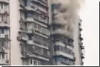 Спасавшийся от пожара китаец повис на балконе 24-го этажа