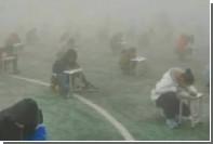 Китайских школьников заставили учиться на улице в мороз