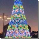 В Италии африканский мигрант полез снимать крест с рождественской елки