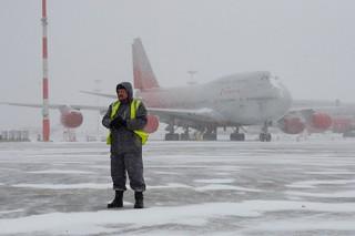 Эксперты называли приостановку полетов в снегопад нормальным явлением