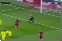Месси повалил двоих соперников и забил рекордный гол