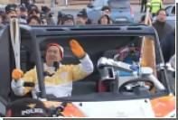 Робот сел за руль и повез олимпийский огонь