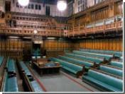 Королева доверила защиту парламента женщине со шпагой
