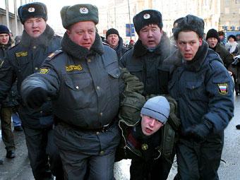 Митинг КПРФ закончился задержанием пятерых нацболов