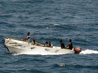 Малазийский корабль не позволил пиратам захватить индийский танкер