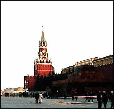 """Милиция сорвала акцию по """"захоронению"""" тела Ленина"""