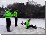 Британских полицейских пожурили за катание с горки на щитах