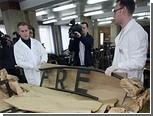 """Надпись """"Arbeit Macht Frei"""" вернули сотрудникам музея Освенцима"""