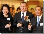 Дерипаска подарил бирже в Гонконге алюминиевую матрешку