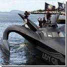 Судно защитников китов идет ко дну после атаки китобоев