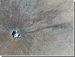 Зонд сфотографировал на Марсе молодой кратер