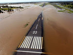 Затопленным регионам Австралии угрожает нашествие змей и крокодилов