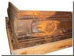На продавцов гроба убийцы Кеннеди подали в суд