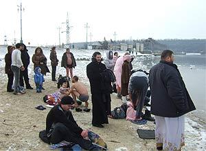 Приднестровцы приняли участие в крещенском купании  / У этой традиции с каждым годом все больше приверженцев