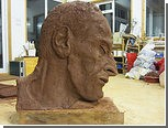 Дочь Люсьена Фрейда покажет скульптуру отца в музее прадеда