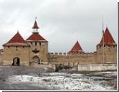В Бендерской крепости заканчивают установку куполов на башни цитадели