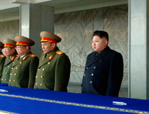 """Народ КНДР готов """"до смерти защищать"""" Ким Чен Ына"""