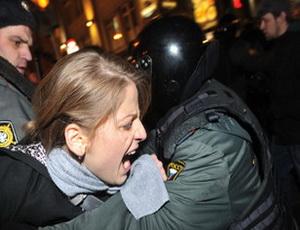 Полиция задержала десятки протестующих на Триумфальной площади